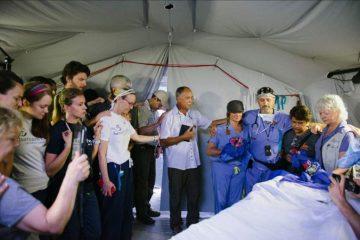 Ellen y Iyad se casaron en Ecuador en uno de nuestros Hospitales Móviles de Emergencias.
