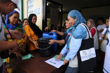 Samaritan's Purse staff distribute hygiene items to displaced families.